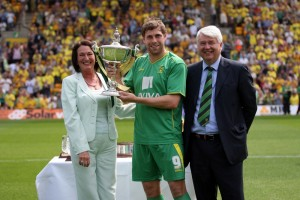Grant Holt with the trophy