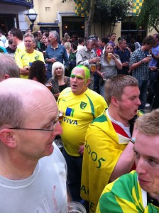 Fan with yellow and green hair