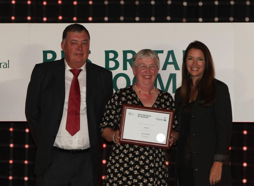 Rachel De Thame handing out an award