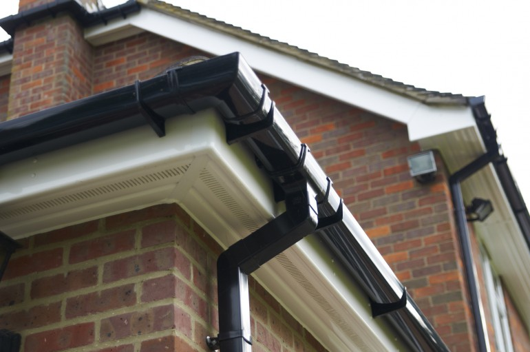 How to Clean Guttering