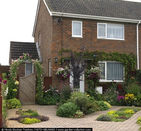 Redesigning your front garden for great kerb appeal good for Front garden parking design ideas