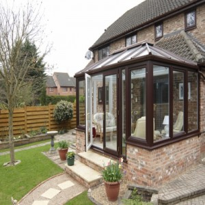 Conservatory with Bi-folds 400 x 400