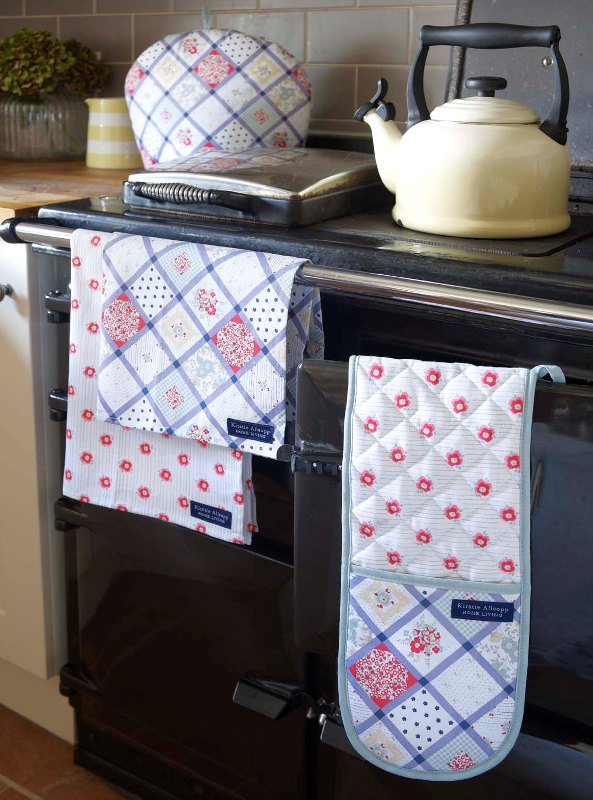 Evie tea towels and oven glove