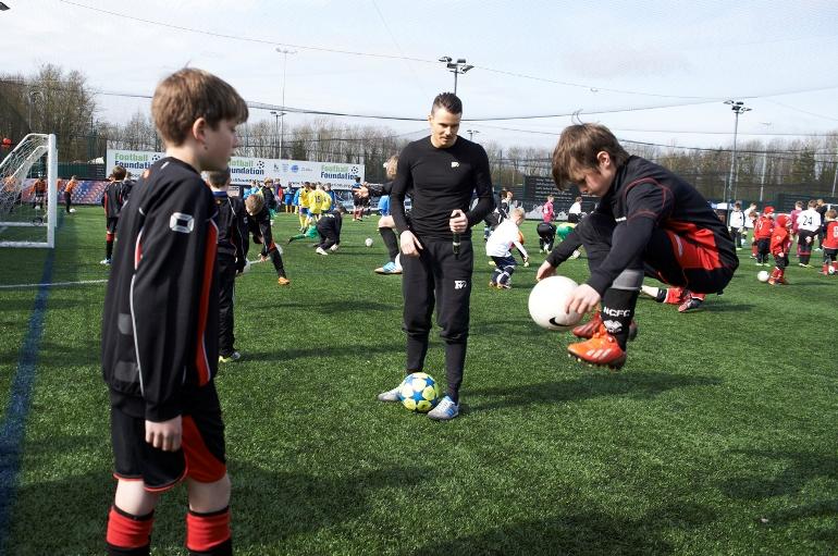F2 teaching the kids some skills
