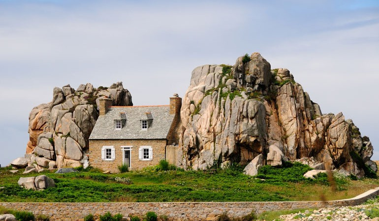 9 Vehicles, Churches and Public Buildings that make great Home Conversions