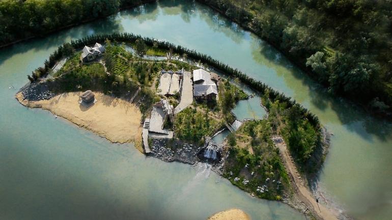 Challis Island birdseye view
