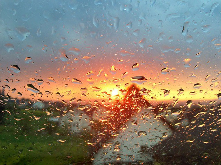 Condensation rainbow window