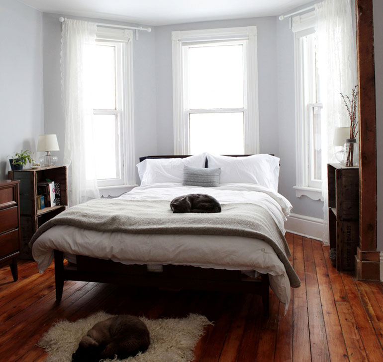 Bed in a bay window design sponge