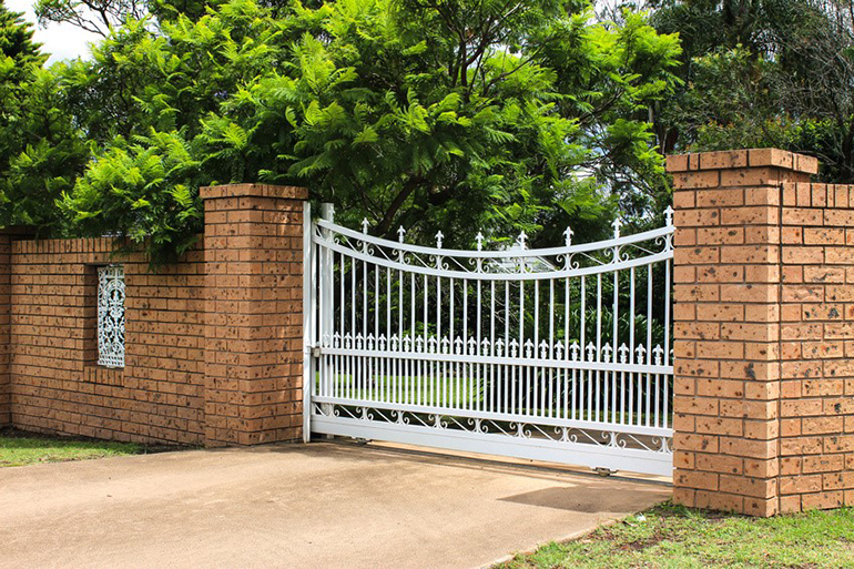 Front gate for driveway