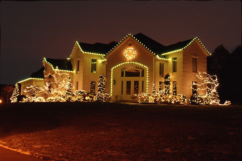 image source - Best Christmas Decorated Houses