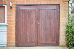 Manual garage door