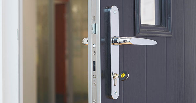 & Anglian Raise the Standard of Their Doors with Yale 3 Star Cylinder Lock